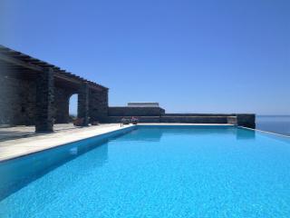 Evita's Villas, Tinos