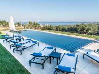 Comfortable & Close to the Beach, Villa Oleander, Acrotiri