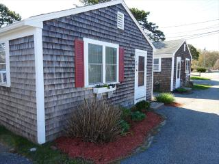IN HE HEART OF THE MID-CAPE! SWEET RETREAT! 131535