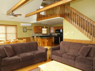 Cozy, Beautiful 6 BR Alpine Chalet--MDW SALE!, Lake Harmony