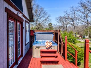 Stone Meadow Resort - Hot Tubs, Pet/Bike Frndly, Eureka Springs