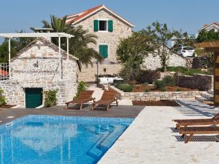 New renovated Dalmatian Villa with pool+JEEP incl