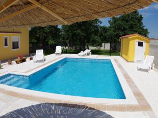 Holiday house with 4 bedrooms and private pool