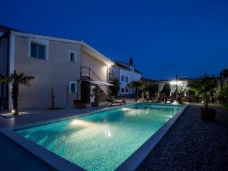 COLOR ME HAPPY - Fantastic Villa with heated Pool