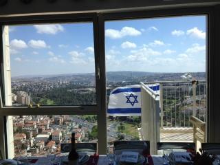 Luxurious new high rise - new, wifi, near Mahane Y, Jerusalem