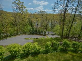 Extraordinary & Luxurious Mountain Home just minutes away from Wisp Resort!