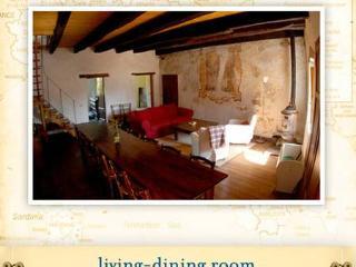 Vitiana Casa - A rustic 3BR / 2 BA medieval home, Bagni di Lucca