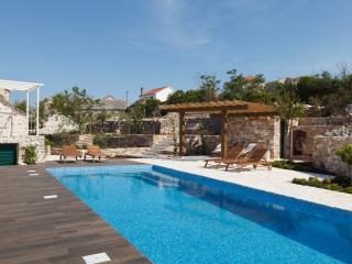New renovated Dalmatian Villa with pool+JEEP incl