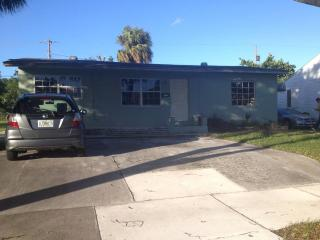 300ft2 - Room in 3 bedroom single house, West Palm Beach
