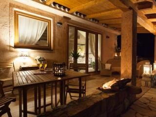 La Villetta - First Class location with big pool and garden