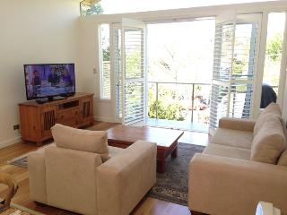 NEUTRAL BAY 3BED 2BATH F/F HOME. WIFI, PARKING, VIEW, GREAT LOCATION., Neutral Bay