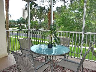 Peaceful garden condo w/ heated pool across the street from South Beach, Isla Marco