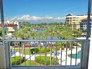 Relaxing condo with heated pool just a short walk from South Beach, Isla Marco