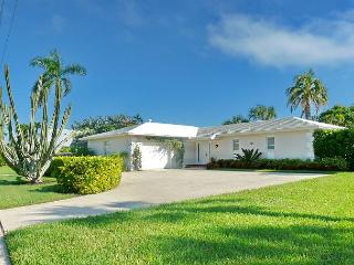 Waterfront house on corner lot w/ big, heated pool & spacious yard, Marco Island