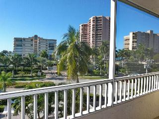 Breezy South End Condo w/ Deluxe Heated Pool & Short Walk to the Beach, Isla Marco