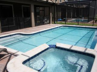 Professionally Decorated 9 Bedroom Pool Home, Davenport