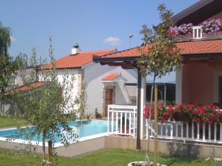 TRADITIONAL VILLA WITH POOL IN PRIVACY, NEAR MEDUG, Medjugorje