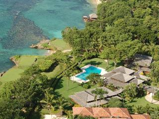 Private Beach Cove, Full Staff incl. Cook, Swimming Pool, Jacuzzi, AC, Free