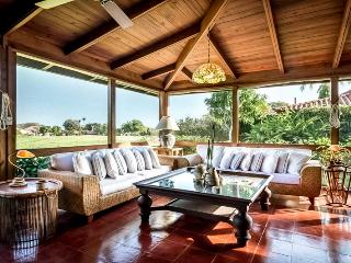 Charming Golf Villa, Plunge Pool for Cooling Off, Near Minitas Beach and CDC