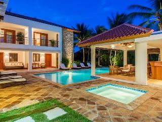 5 Bedroom villa situated in a quiet area of the exclusive Casa de Campo resort, Altos Dechavon