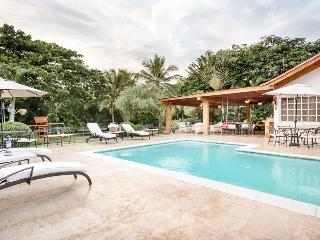 Comfortable Golf Villa near Minitas Beach, Great Swimming Pool, Cook Included