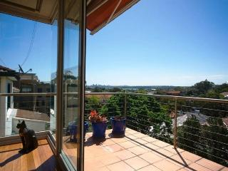 ROSE BAY 4 BED 2.5 BATH SEMI VIEWS PARKING WIFI AIRCON