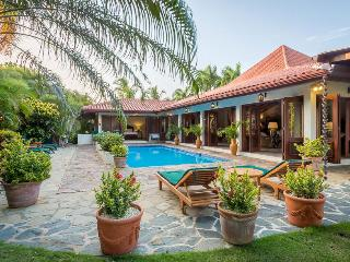 Colonial Style Golf Villa, Spacious and Airy, Swimming Pool, Cook/Waiter, AC, Fr