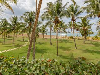Ocean View Villa with Coconut Grove, Full Staff incl. Cook, Huge Pool, Jacuzzi