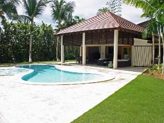 Spacious Villa in Jungle Setting, Large Swimming Pool, AC, Housekeeper, Free