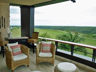 Los Altos Condo, Golfer's Paradise, Ideal for Couples & Families, Resort Pool Access, Altos Dechavon
