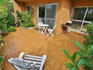 LANE COVE LUXURY 3BED 2BATH UNIT PARKING WIFI. PATIOS, GARDENS, GREAT POSITION.