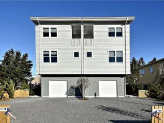 Large 4 bedroom townhouse with roof top deck, Bethany Beach