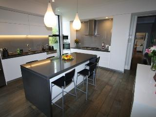 COOGEE F/F 4BED 2BATH HOUSE GREAT POSITION CLOSE ALL AMENITIES AVAILABLE NOW., Coogee