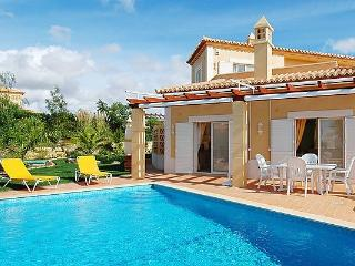 3 bedroom Villa in Carvoeiro, Algarve, Portugal : ref 2022403, Estombar