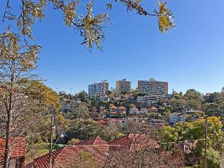 NEUTRAL BAY overlooking the park 2 BED 1 BATH Courtyard, Neutral Bay
