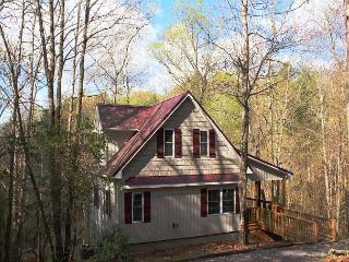 Cottage Set In A Wooded Setting w/WiFi & Mtn Views!, Lansing