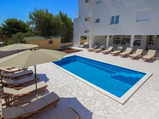 Apartment with pool Vodice