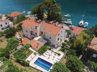 6 bedroom Villa in Dubrovnik, South Dalmatia, Croatia : ref 2046522, Mokosica