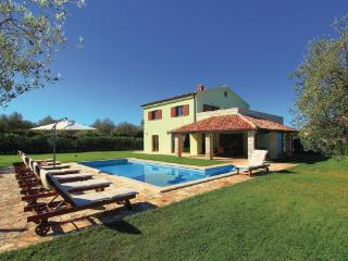 4 bedroom Villa in Fazana, Istria, Croatia : ref 2047156, Peroj