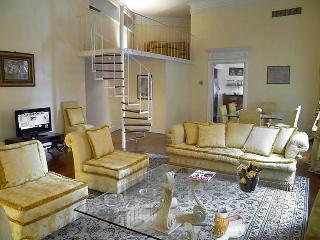 3 bedroom Apartment in Rome Historical City Center, Lazio, Italy : ref 2098557, Colonna