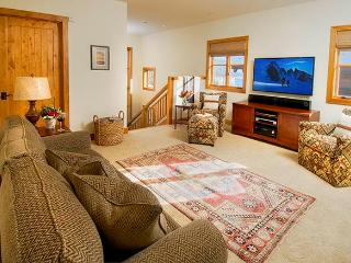 Granite Ridge Lodge  - 4BR Home + Private Hot Tub #12 - LLH 63256, Teton Village