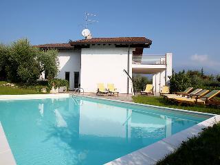Villa in San Felice Del Benaco, Lake Garda, Italy, San Felice del Benaco