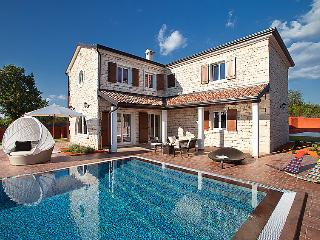 4 bedroom Villa in Čabrunići, Istria, Croatia : ref 5060043