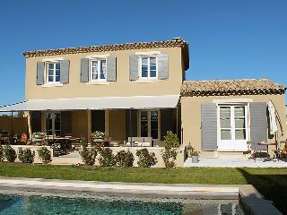4 bedroom Villa in Saint Saturnin d Apt, Provence, France : ref 2217703