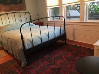 Well-Lit Garden Apartment With 1 Bedroom / Full Bathroom And Kitchen, Berkeley