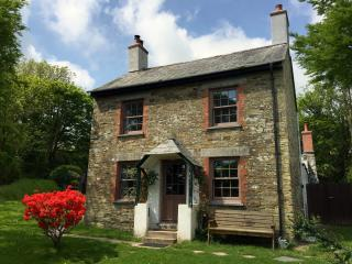 Trengrove Cottage, cosy, traditional yet contemporary, secluded and picturesque!