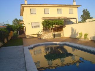 Casa con piscina a 5 minutos de la playa, Empuriabrava