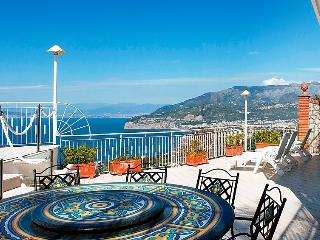 4 bedroom Apartment in Sorrento, Naples & Sorrentino Peninsula, Italy : ref 2243246, Priora