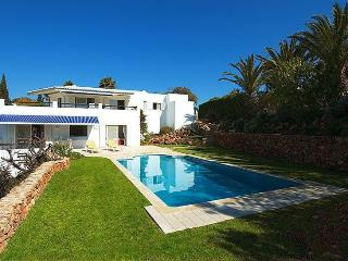 4 bedroom Villa in Carvoeiro, Algarve, Portugal : ref 2249196