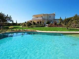 3 bedroom Villa in Carvoeiro, Algarve, Portugal : ref 2249198